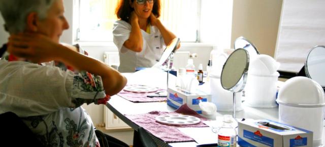 Participation et aide régulière à l'atelier de socio-esthétique 1 jeudi sur 2 - Bordeaux