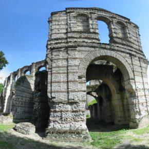 Vue panoramique sur le Palais Gallien à Bordeaux, L'amphithéâtre de Bordeaux, dit « Palais Gallien » selon la tradition locale, est une arène romaine datant du début du IIᵉ siècle et dont il ne reste plus aujourd'hui que des vestiges