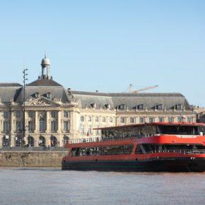 bateau-restaurant SICAMBRE vous accueille pour des repas-croisières autour d'une cuisine régionale élaborée à bord par notre équipe de restauration. Au fil de l'eau et des saveurs, vous découvrirez la ville et son architecture classée patrimoine mondial UNESCO, les ponts emblématiques de Bordeaux, jusqu'aux zones portuaires pour faire demi-tour après le pont d'Aquitaine